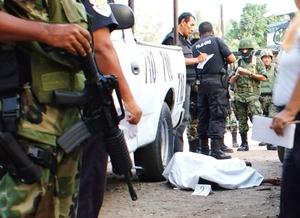 Los cinco pistoleros detenidos, el armamento y los vehículos fueron puestos a disposición de la autoridades.