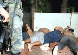 Los cinco sicarios detenidos luego de una balacera en Acapulco, Guerrero, fueron trasladados a las instalaciones de la Subprocuraduría de Investigación Especializada en Delincuencia Organizada (SIEDO).