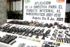 El armamento está compuesto de 39 armas largas, entre rifles de asalto AK-47 y AR-15, así como 13 armas cortas, un total de 20 granadas, 196 cargadores de todo tipo, además de siete mil 287 cartuchos útiles de diversos calibres.