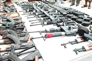Personal del Ejército mexicano decomisó 11 automóviles, 39 armas largas, 13 armas cortas, 20 granadas de mano, 196 cargadores, siete mil 287 cartuchos útiles de diversos calibres.