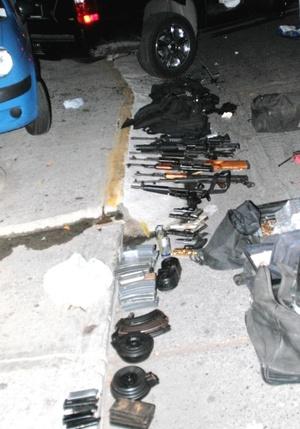 Un total de 18 personas murieron durante un tiroteo entre el Ejército mexicano y sicarios de narcotráfico en el puerto turístico de Acapulco.