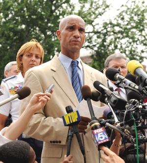 El alcalde de Washington, Adrian Fenty, calificó el tiroteo de 'incidente aislado'.