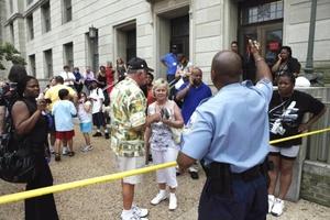 La policía ordenó el desalojo inmediato del museo, situado a tres manzanas de la Casa Blanca, y cortó el tráfico en los alrededores.