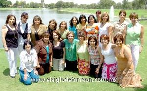 09062009 Grato encuentro. Ex alumnas del colegio La Paz generación 1972-1974 se reunieron en un agradable desayuno, en donde recordar los años de estudio fue muy agradable.