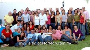 09062009 Toda una fiesta. Después de 15 años de haber terminado la preparatoria, ex alumnos de la Pereyra se reunieron para conmemorar su aniversario.
