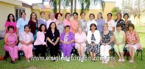 10062009 Reencuentro. Agradable mañana pasaron las ex alumnas del Instituto Femenil María Cristina, generación 72, que se reunieron el sábado pasado con la señora Pilar Díaz Rivera de López.