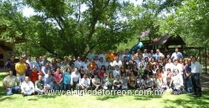 15062009 Agradable convivencia. Los ex alumnos de la generación 1981-1984 de la Pereyra, se reunieron para recordar sus tiempos de estudiantes.
