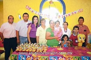 13062009 Pamela Renata Hernández Andrade acompañada en su cumpleaños de sus familiares.