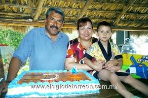 13062009 Omar Alejandro Rivera Menchaca cumplió cuatro años y fue festejado por sus papás José Guadalupe Rivera y Alejandra Menchaca.