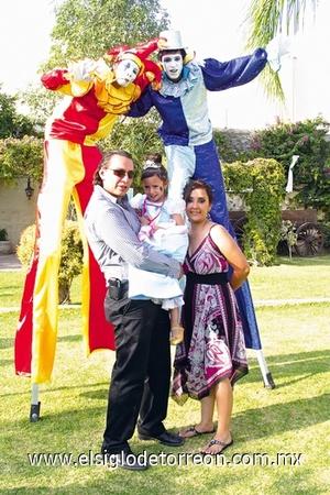 13062009 Daniela Valdez González celebró su tercer cumpleaños con divertida fiesta organizada por sus papás Daniel Valdez Moreno y Nadia González de Valdez.