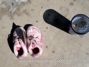 Comencé a documentarlo.  Había, en todos esos pares de zapatos, en la cera desmoronada y ceniza, un sentimiento desgarrador de humanidad, relata Ernesto Ramos.