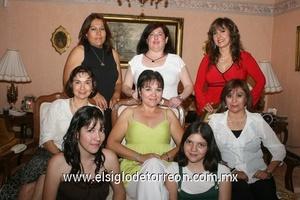 07062009 Festejada. Chely en la compañía de Alma Rosa González, Brisida Beltrán, Juana María Esquerra, Mayela Herrera, Elizabeth Elías, Sofía y Melisa Rojas.