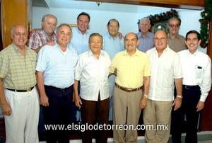 16062009 Octavio Olvera Martínez cumplió 96 años de edad y lo festejó junto a sus Amigos de los Lunes.