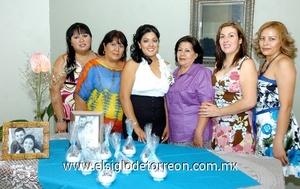 20062009 La novia en compañía de Kristy, Ana Silva, María Álvarez, Cinthya y Sandra.