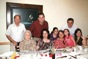 22062009 Familia Aguilar: Gustavo, David, Anaví, Anilú, Alejandro, Amparo, Delia, Anna y Esther.