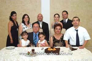 22062009 El matrimonio junto a Ana Sofía Morán, Ana Lucía Villarreal, Sandra Carrillo, Pedro, Natalia, Marco Antonio Jr., Marisa y Juan Pablo Morán.