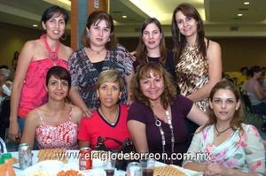 22062009 Rotarianas sirviendo en el bingo.