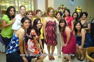 22062009 La futura esposa en su fiesta de despedida de soltera junto a Analú, Alma, Aracely, Laura, Fany, Mariel, Claudia, Jazmín, Gaby, Isabel, Giovanna y Laura.