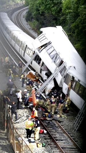 Tras la colisión, varios vagones quedaron montados unos encima de los otros.