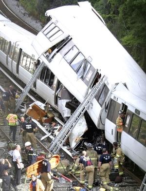 Uno de los fallecidos es la conductora de uno de los trenes.