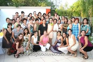 14062009 Amigas y familiares que acompañaron a Mayra en su fiesta de despedida de soltera.