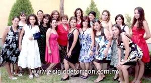 18062009 Gabriela en compañía de amigas y familiares.