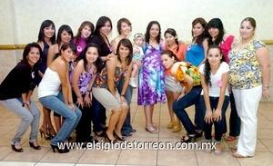 24062009 María Fernanda Cabral de Castillo junto a las asistentes a su fiesta de canastilla.