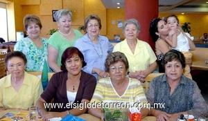 24062009 Festejo. Ninfa Villarreal celebrando su cumpleaños en compañía de sus mejores amigas y familiares.