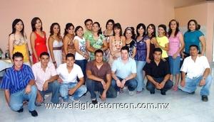 26062009 Grupo de amigos y familiares que acompañaron a los novios en su fiesta prenupcial.