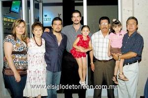 26062009 Claudia Luján, Graciela Reyes, Daniel Luján, Jaime Díaz, Arturo Luján, Daniela Luviano y Rafa Meneses.