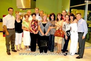 21062009 Disfrutando. Grupo de amigos asistentes a la degustación de carnes y vinos.