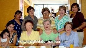 30062009 Señora Ninfa Villarreal en la compañía de Lety, Caro, Olguita, Carmela, Irma, Martha, Conchita, Elsa y Ximena.