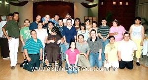 30062009 Deportistas. Jimmy Rojas en compañía de un numeroso grupo de amigos asistentes a su fiesta de cumpleaños.