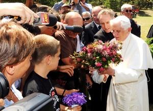 El domingo 19 rezará el Angelus desde la plaza Ruggia, en la localidad cercana de Romano Canavese, y el domingo 26 recitará el rezo dominical ante su residencia de Les Combes.