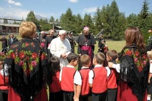 300 policías italianos se encargan de la seguridad del Pontífice.