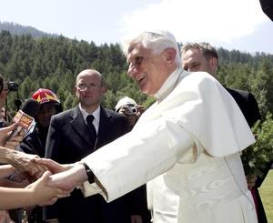 La residencia es la misma en la que se alojó Juan Pablo II los años en los que transcurrió allí sus vacaciones y en la que ya estuvo Benedicto XVI en 2005 y 2006.