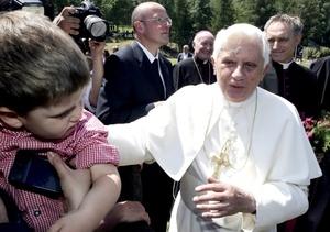 Benedicto XVI se aloja en la residencia que los salesianos tienen en ese lugar, desde la que se ve el Mont Blanc y el Monte Rossa.
