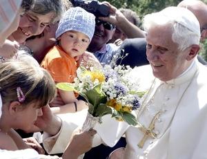 El Papa partió de Roma con destino Turín (Piamonte, norte italiano), en cuyo aeropuerto permaneció una media hora reunido con las autoridades religiosas locales.