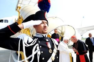Benedicto XVI llegó a la localidad alpina de Les Combes, en el Valle de Aosta, donde estará de vacaciones hasta el 29 de julio.