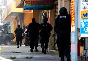 Apenas el fin de semana, comandos realizaron ataques coordinados contra fuerzas federales en tres estados del país, lo cual fue calificado por el presidente Felipe Calderón como una reacción desesperada del crimen organizado frente a la ofensiva oficial.