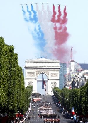 La declaración del presidente francés viene en momentos en que París busca expandir su influencia militar en el mundo.