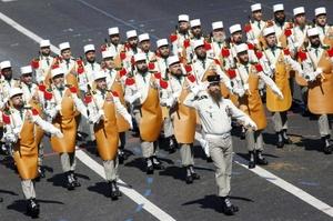 Desfile militar en Los Campos Elíseos cubrió las formalidades y el protocolo ante más de 90 mil personas.