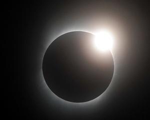 El eclipse fue visible también en puntos de Nepal, Myanmar y en Bangladesh, antes de recorrer China.
