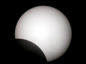 Más de dos mil millones de asiáticos se quedaron a oscuras por el más largo eclipse del siglo XXI.