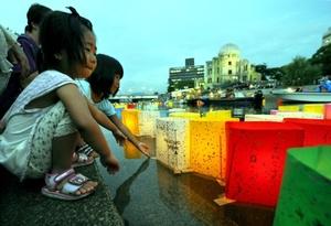 El acuerdo es considerado un triunfo para los sobrevivientes y los familiares de las víctimas de los ataques que Estados Unidos lanzó en 1945 contra la ciudades de Hiroshima y Nagazaki al fin de la Segunda Guerra Mundial, que luchan por la desnuclearización global.