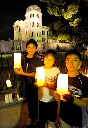 'En Japón se cree que al completarse una cadena de mil grullas de papel, un deseo se hará realidad, y Sadako hizo mil 300 grullas en su empeño por superar la leucemia', explicó la representante de la Sociedad Japonesa, Kazuko Minamoto.