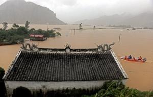 El tifón desató las peores inundaciones en al menos medio siglo.