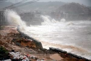 En China, las autoridades evacuaron a un millón y medio de personas y 10 mil viviendas quedaron destruidas.