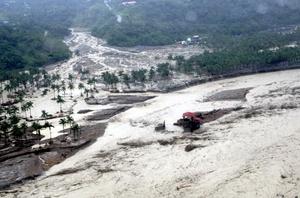 Un helicóptero se estrelló en una montaña durante una misión para rescatar aldeanos de los bosques del sur, el sector más afectado por la tormenta.