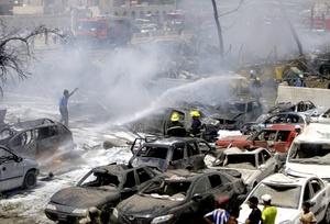 Los atentados, atribuidos por las fuerzas de seguridad iraquíes a la red al qaeda, tuvieron lugar en una de las zonas más protegidas de Bagdad, la llamada Zona Verde, donde se encuentran los ministerios gubernamentales y embajadas extranjeras.